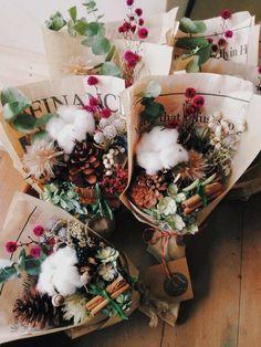 Small Bouquet, Dried Flower Bouquet, Dried Flowers, How To Wrap Flowers, How To Preserve Flowers, Christmas Flowers, Christmas Decorations, Winter Bouquet, Flower Packaging