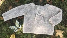 Free pattern, Knitted jersey owl with tutorial circular needle to make two rounds at a time. Baby Knitting Patterns, Baby Patterns, Knitted Owl, Circular Needles, Jacket Pattern, Big Eyes, Free Design, Free Pattern, Pullover