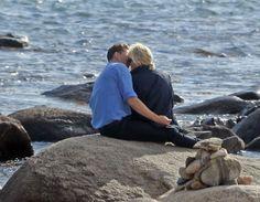 Taylor Swift - Enjoying a Day at a Beach in Rhode Island With Her New Boyfriend Tom Hiddleston, June 2016