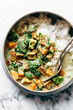 5-Ingredient Green Curry! packed with tons of veggies, an easy green curry sauce, and finished with golden raisins and cilantro. Easy! | pinchofyum.com
