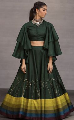 Designer Party Wear Dresses, Kurti Designs Party Wear, Indian Designer Outfits, Indian Outfits, Indian Clothes, Lehenga Choli Designs, Choli Blouse Design, Stylish Blouse Design, Fancy Blouse Designs