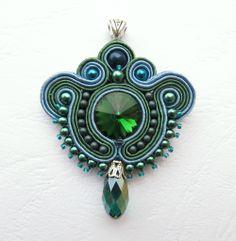 Soutache pendant Soutache Pendant, Soutache Necklace, Embroidery Jewelry, Beaded Embroidery, Brooches Handmade, Handmade Jewelry, Soutache Tutorial, Beaded Brooch, Flower Brooch