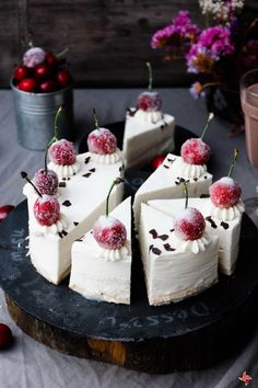 Coconut Mousse Cake Why didn't I pay more attention in my Spanish class. Indigence are in Spanish. Sweet Desserts, Just Desserts, Sweet Recipes, Delicious Desserts, Cake Recipes, Dessert Recipes, Cupcakes, Cupcake Cakes, Bolos Naked Cake