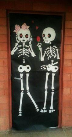 Puerta decorada de día de muertos. Tradiciones mexicanas. Santos difuntos