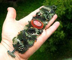 Christmas bracelet Green bracelet Beadwork bracelet by ibics
