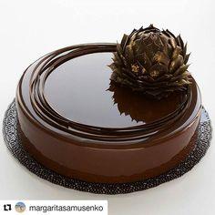 Chocolate mirror glaze, chocolate flower