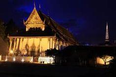 Wat Phra Mahathat Woramahawihan, night time