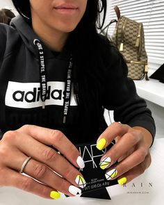 20 current trends of very beautiful nail design 2019 37 Gold Gel Nails, Summer Acrylic Nails, Nail Manicure, Gorgeous Nails, Pretty Nails, Dope Nails, Fun Nails, Tape Nail Art, Geometric Nail