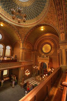 Jewish Museum - This extensive museum comprises six important sites of Prague's former Jewish ghetto, including the beautiful Spanish Synagogue. Jewish Synagogue, Jewish Temple, Budapest, Religious Architecture, Amazing Architecture, Synagogue Architecture, Sacred Architecture, Pont Charles, Temples