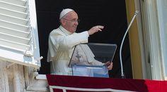El Papa Francisco recordó que del 5 al 13 de julio visitará Ecuador, Bolivia y Paraguay, y pidió que recen para que Dios bendiga esta visita apostólica a los países de América Latina.