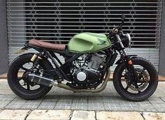 regram @caferacer_sheikh88 Cb550 by @jordi_clickrun, FOLLOW ME ⏩ @caferacer_sheikh88 ⏩ @caferacer_sheikh88 ⏩ @caferacer_sheikh88 FOR MORE CAFE RACERS daily #caferacerxxx #caferacer #honda #brat #scrambler #tracker #bikes #motolife #superbikes #caferacerculture #motorcycle #caferacergram #caferacerporn #motosiklet #caferacersofinstagram #caferacerdreams #bikeswithoutlimits #caferacerclub #bratstyle #bratcafe #hondacb750 #hondacb #hondacaferacers #hondacaferacer #hondascrambler #cb550…