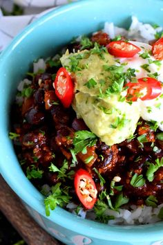 Thick and spicy, Chorizo and Black Bean Chili Bowls are the ultimate meat and bean lover's chili! Chorizo Chili Recipe, Chorizo Sausage, Spicy Chili, Black Bean Chili, No Bean Chili, Curry Recipes, Chili Recipes, Vegan Ground Beef, Vegetarian Stew