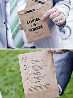 Vigselprogram utskrivet på en brun påse, Wedding program on brown paper bag • www.dooelaa.com