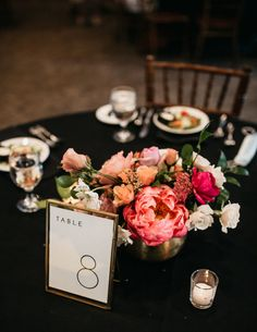 Orange Yellow Weddings, Orange And Pink Wedding, Black And White Wedding Theme, Orange Wedding Flowers, Black And White Flowers, Orange Wedding Centerpieces, Yellow Party Decorations, Black And White Centerpieces, Colorful Centerpieces