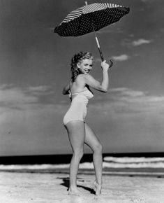 Norma Jeane-Marilyn at Tobey Beach-Long Island-Photo by Andre de Marylin Monroe, Marilyn Monroe Photos, Classic Hollywood, Old Hollywood, Cinema Tv, Greta, Becoming An Actress, Marlene Dietrich, Norma Jeane