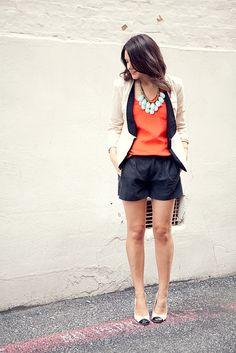 Look arrumadinho e ao mesmo tempo descontraído, adoro laranja!