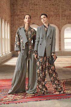 The complete Oscar de la Renta Pre-Fall 2019 fashion show now on Vogue Runway. Fashion Mode, High Fashion, Fashion Show, Fashion Outfits, Womens Fashion, Fashion Design, Fashion Trends, Fashion Online, Fashion Websites