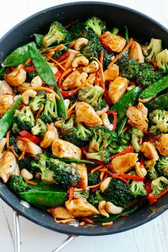This EASY 20 minute One Skillet Cashew Chicken Stir Fry is the perfect weeknight meal that is healthy, full of flavor and perfect for your weekly meal prep! dinner stir fry One Skillet Cashew Chicken Stir Fry - Eat Yourself Skinny Easy Healthy Dinners, Healthy Recipes, Easy Recipes, Healthy Snacks, Healthy One Pot Meals, Recipes Dinner, Diabetic Meals, Dinner Ideas, Healthy Dinners For Families