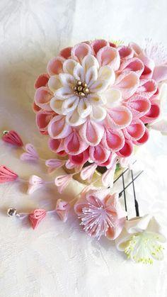 2016年05月のブログ|「ミテラのかんざし」母が作るつまみ細工のかんざし 成人式 卒業式 -14ページ目 Ribbon Art, Diy Ribbon, Fabric Ribbon, Ribbon Crafts, Flower Crafts, Diy Flowers, Fabric Flowers, Felt Hair Accessories, Cultural Crafts