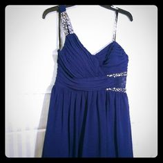 Donating Soon! Dress No stains or rips. Only worn once. Juniors size 13 Dresses One Shoulder