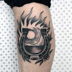 60 Horseshoe Tattoo Designs For Men - Good Luck Ink Ideas Tattoos Arm Mann, Tribal Arm Tattoos, Arm Tattoos For Guys, Calf Tattoos, Taino Tattoos, Shoe Tattoos, Tatoos, Retro Tattoos, American Style Tattoo