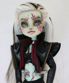 "298 Likes, 1 Comments - Retro Dolls US (@retrodollsusfeature) on Instagram: ""Gorgeous Custom monster high by @uffjulieta featuring Retro Dolls US Hair. Check out her customs…"""