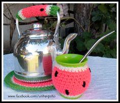 Set Matero Posa pava,  agarradera y mate abrigado Crochet Home, Love Crochet, Diy Crochet, Crochet Poncho, Mugs, Knitting, Crochet Purses, Diy, Craft