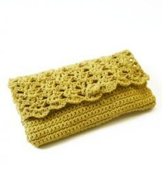 Crochet Purse Perfect Purse (Crochet) - Lion Brand Yarn - This beautiful clutch fits all of your everyday items. As seen on the Martha Stewart Show.About 6 x 10 in. x 25 cm) Crochet Diy, Love Crochet, Bead Crochet, Crochet Crafts, Crochet Projects, Beautiful Crochet, Crochet Style, Crochet Summer, Crochet Handbags