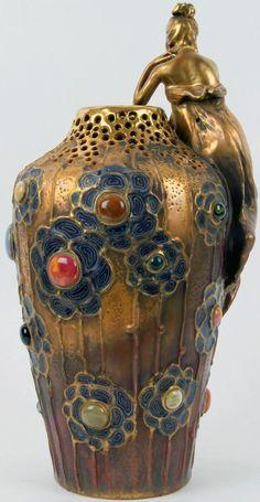 Art Nouveau - Vase 'Femme Assise' - Cabochons de Céramique - Teplitz factory - Autriche - Vers 1905