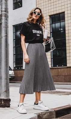 A sleek casual chic outfit Casual Skirt Outfits, Modest Outfits, Modest Fashion, Stylish Outfits, Boho Fashion, Fashion Looks, Fashion Outfits, Legging Outfits, Looks Style