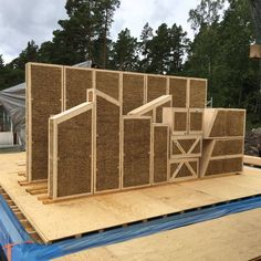 Building Systems, Building Materials, Building Design, Building A House, Straw Bale Construction, Insulated Concrete Forms, Prefab Cabins, Portable House, Straw Bales