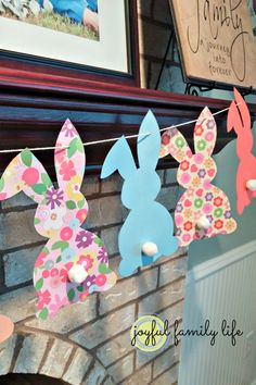 Colorful bunny templates with cotton tails - An easy and kid-friendly Easter decoration, f Bunny Banners. Colorful bunny templates with cotton tails - An easy and kid-friendly Easter decoration, from Joyful Family Life. Easter Projects, Easter Art, Hoppy Easter, Easter Crafts For Kids, Easter Eggs, Easter Ideas, Easter Decor, Easter Garland, Easter Banner