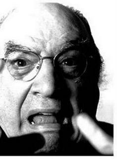 """O Teatro Municipal de Suzano, também conhecido como Teatro Dr. Armando de Ré, recebe Antonio Abujamra, no dia 26 de abril. A partir das 20h, o ator, polêmico e provocador fará uma palestra que promete arrancar do espectador os mais variados sentimentos. Os interessados em garantir seus lugares devem chegar com até 1h de antecedência...<br /><a class=""""more-link"""" href=""""https://catracalivre.com.br/geral/agenda/barato/as-provocacoes-de-antonio-abujamra-no-teatro-municipal/"""">Continue lendo »</a>"""