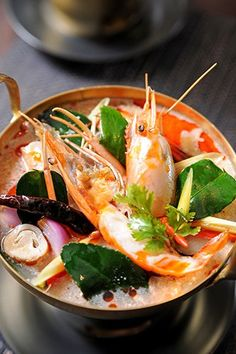 Tom Yum Goong - a popular recipe for delicious sour and spicy lemongrass and shrimp soup from Thailand. Temple of Thai recipes.
