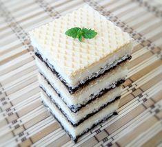 Cele mai bune napolitane sunt cele umplute cu crema de casa.....parerea mea :D Si fiindca m-am plictisit sa tot fac clasica crema caramel cu... Cake Recipes, Dessert Recipes, Desserts, Nougat Recipe, Romanian Food, Mini Cheesecakes, Food Cakes, Homemade Cakes, Mini Cakes