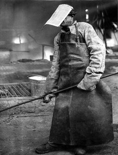 Steel Worker wearing protecting clothes (asbestos) by Nationaal Archief Working Man, Working People, Working Class, Cthulhu, Old Photos, Vintage Photos, Sheffield Steel, Factory Worker, Construction Worker
