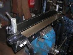 Homemade sheetmetal bender constructed from flat and round bar stock, and angle iron. Press Brake, Drill Press, Pliage Tole, Sheet Metal Brake, Metal Bender, Runaway Train, Engine House, Belt Grinder, Bar Stock