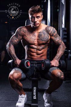 Johnny Edlind - New Ideas Johnny Edlind, Inked Men, Inked Guys, Sweet Guys, Cute Guys, Workout Hiit, Hot Guys Tattoos, Guy Tattoos, Tatoos