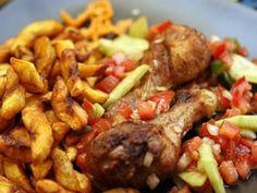 banane plantain, oignon, tomate, bouillon, cuisse de poulet, huile, ail, échalote, citron vert, piment, thym, basilic, Sel, Poivre...