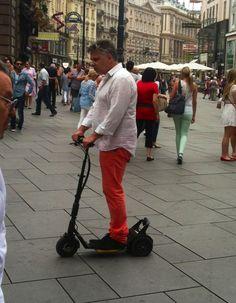 ORF-Kameramann auf Testfahrt in der City! Testet den uCARVER für eine Sendung!