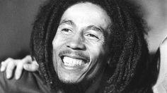 """Considéré comme un véritable dieu, Bob Marley est à l'honneur dès mardi 4 avril à la Philharmonie de Paris pour une exposition intitulée """"Jamaica Jamaica !"""". Cet artiste hors norme a fait rayonner son île et le reggae au niveau planétaire."""