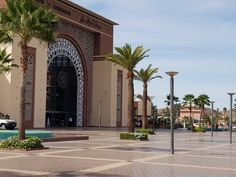 The splendid Moroccan architecture shows us how rich the whole range of Moroccan products is. Home Design, Flat Interior, Interior Design, Italia Design, Moroccan, Tiles, Sidewalk, Range, Architecture