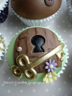 Alice in Wonderland - magical key and keyhole by Darcy's Cupcake Creations, via Flickr