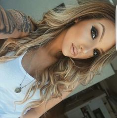 Ideas For Hair Highlights For Teens Make Up Back To School Hairstyles For Teens, Glow Skin, Unique Wedding Hairstyles, Makeup For Teens, Teen Makeup, Makeup Kit, Makeup Ideas, Teen Hairstyles, Kim Kardashian
