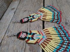 beaded earrings making Beaded Earrings Native, Beaded Earrings Patterns, Fringe Earrings, Jewelry Patterns, Native Beadwork, Tribal Earrings, Seed Bead Jewelry, Seed Bead Earrings, Diy Earrings