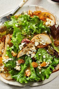 This quick and easy 10-minute pear salad recipe incorporates gorgonzola cheese and walnuts to create the ultimate fall recipe. Whether you're eating this pear recipe as a snack, side dish, appetizer, light lunch or quick and easy weeknight dinner, it's a great choice for a fall recipe.#pearrecipes #pearsalad #saladrecipes #fallrecipes #healthyrecipes Healthy Meat Recipes, Pear Recipes, Healthy Salads, Fall Recipes, Healthy Eating, Healthy Food, Snack Recipes, Pear Gorgonzola Salad, Pear Salad
