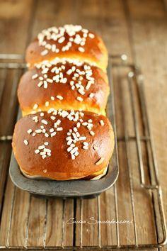 Pan brioche facilissimo per tipi pigri. Italian Cookie Recipes, Sicilian Recipes, Sicilian Food, Croissants, No Yeast Bread, Pan Dulce, Cinnamon Bread, Biscuit Recipe, Molecular Gastronomy