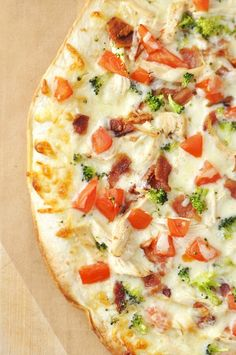 This Bacon & Broccoli Chicken Ranch Pizza Recipe is worth making for company! #Spon #RanchRemix #Pizza #Bacon