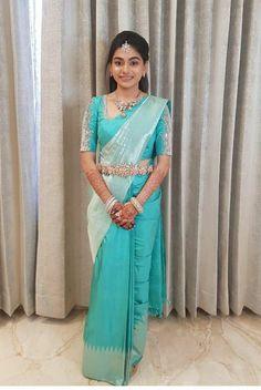 Half Saree Designs, Silk Saree Blouse Designs, Saree Blouse Patterns, Designer Blouse Patterns, Fancy Blouse Designs, Bridal Blouse Designs, Half Saree Lehenga, Saree Look, Sari