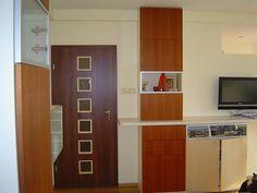 Auch Türen erstrahlen in altem Glanz, wenn sie mit Weichspüler gereinigt werden.  Aufgrund der Leuchtkraft des Weichspülers werden Möbel sichtbar sauber.